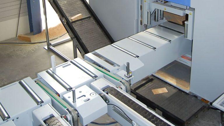 Tesařská nářezová CNC pila HOMAG Weinmann BEAMTEQ B-520 dopravník