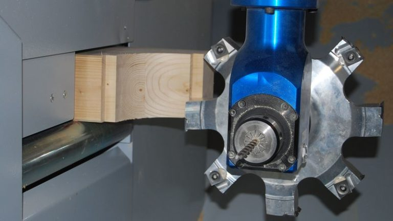 Výkonné univerzální tesařské obráběcí CNC centrum HOMAG Weinmann BEAMTEQ B-560