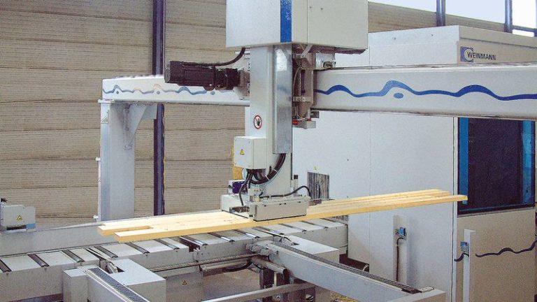 Tesařská nářezová CNC pila HOMAG Weinmann BEAMTEQ B-520 nakladač